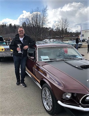 Rune Sjøli med sin Ford Mustang 1969-modell.